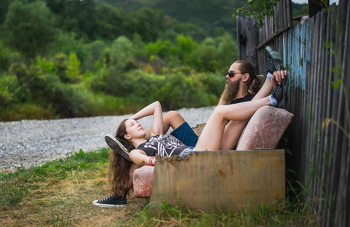 Женщины на природе отдыхают видео